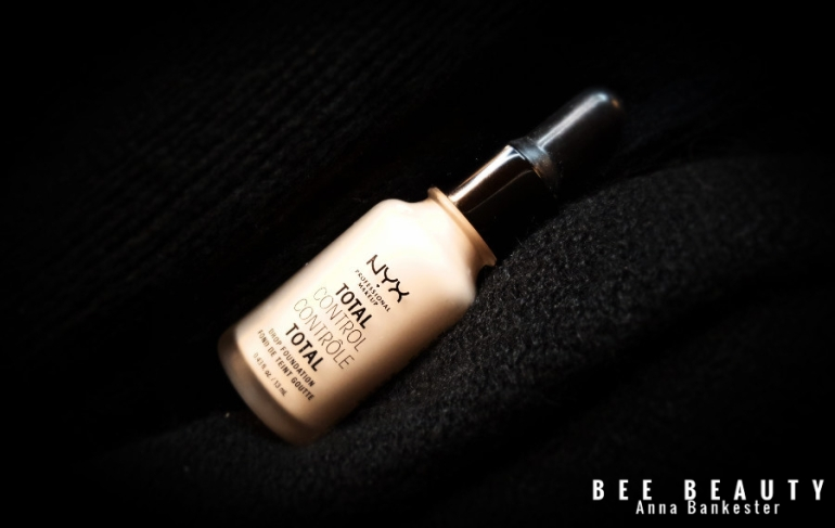 NYX TOTAL CONTROL DROP FOUNDATION (1)