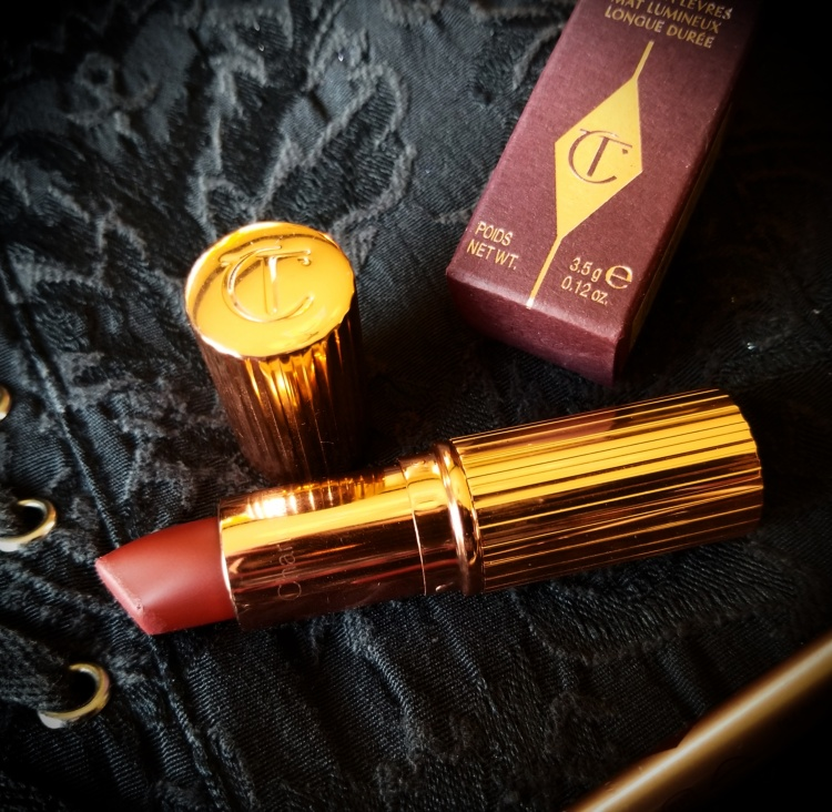 CHARLOTTE TILBURY Matte Revolution Lipstick - Legendary Queen + CHARLOTTE TILBURY Lip Cheat Lip Liner in Walk of Shame