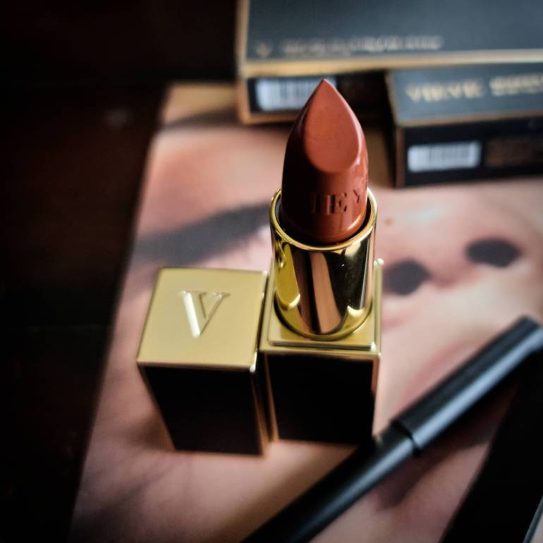 Vieve Modern Matte Lipstick in Powersuit